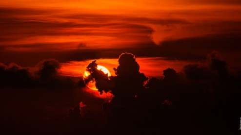 Закат. Солнце и облака.