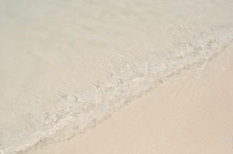 Волна на пляже бухты Паток.