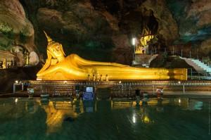 Лежащий будда храма Wat Suwan Kuha