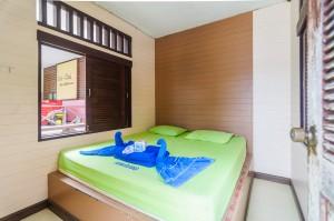 Вид на комнату. (Озеро Чео Лан и рафт-хаус Сай Чол.)