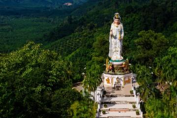 Статуя Куан Им - китайской богини милосердия