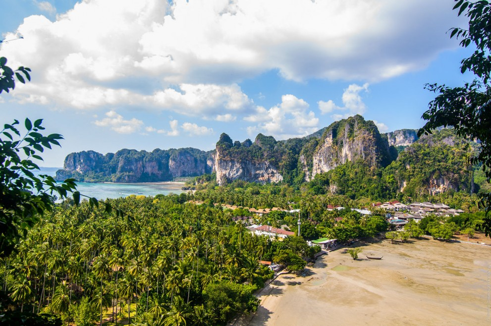 Вид со смотровой площадки скалы Пра Нанг.