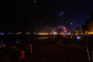 Феерверки и фонарики. Пляж Патонг. Новый Год.