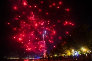 new-year-fireworks-on-patong-beach-24