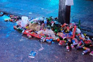 Мусор на улицах Патонга после отмечания нового года.