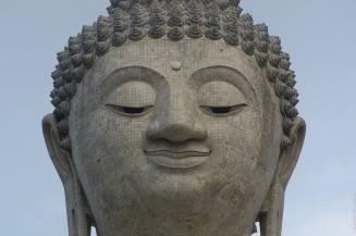 Портрет Большого Будды на Пхукете.